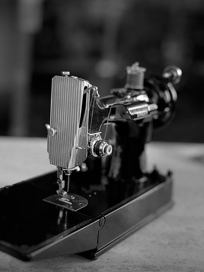 Singer 221 Sewing Machine for Web